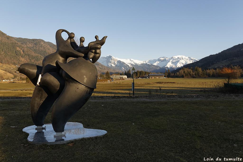 Exemple d'art contemporain à Taninges avec les patineurs