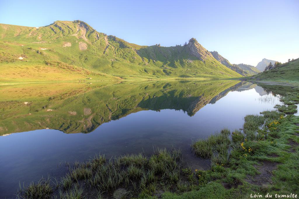 Reflet parfait au lac de Roy, Praz-de-Lys